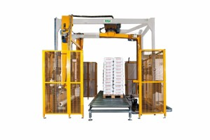 Automatic stretch wrapping machine with integrated top sheet